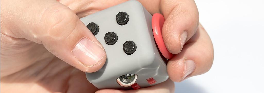 stehschreibtisch höhenverstellbar geschenkidee fidget cube
